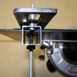 Крепление салазок циркулярного стола